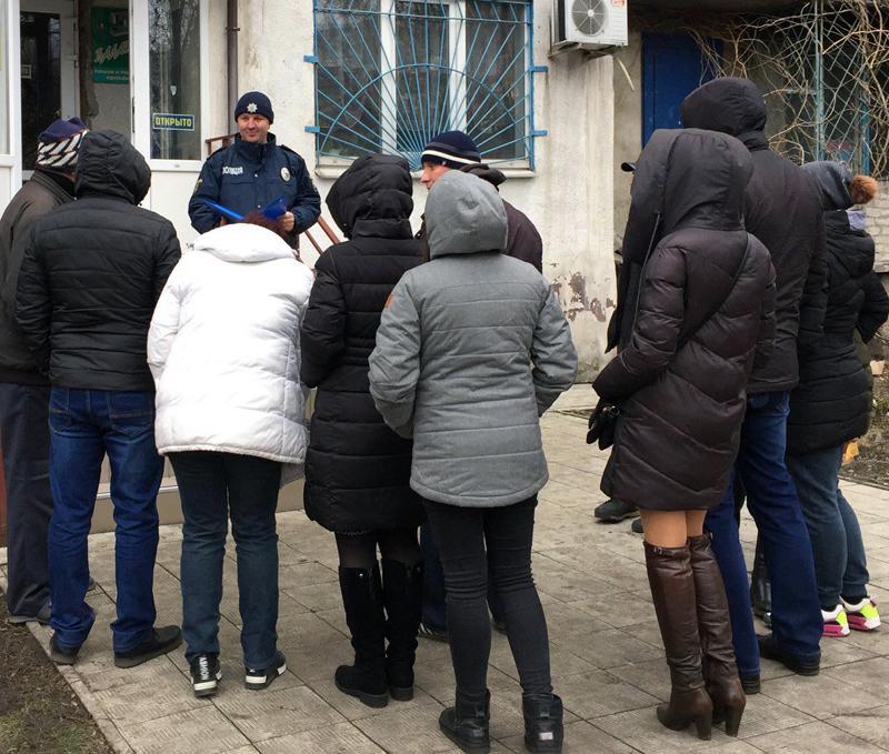 Співробітники Добропільського відділення поліції познайомили місцевих мешканців із проектом «Безпечний будинок», фото-1