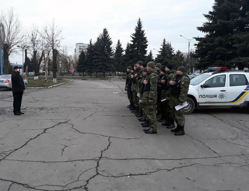 Поліцейські Добропілля, які охоронятимуть спокій громадян у вихідні, публічно заступили на службу, фото-6