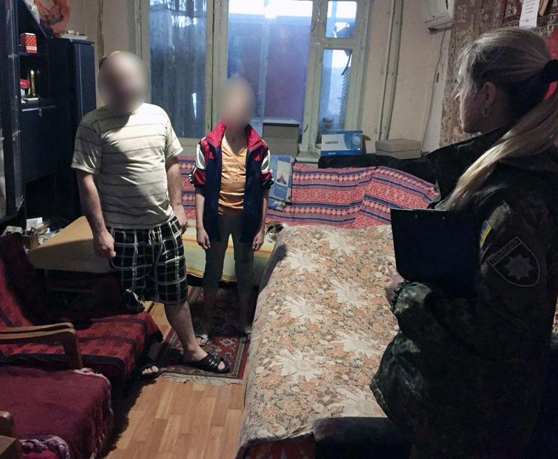 Правоохоронці Добропілля на передодні новорічних свят провели профілактичні бесіди із батьками, які перебувають на обліку, фото-2