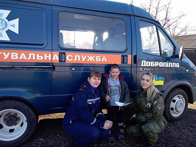 У Добропіллі правоохоронці та рятувальники попереджають проблемні родини про правила пожежної безпеки, фото-2