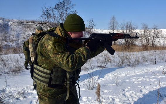 Співробітники превентивної поліції Донеччини пройшли тренування від спецпідрозділу КОРД на полігоні, фото-2