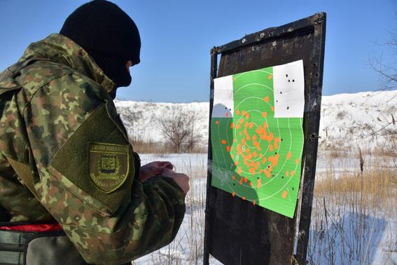 Співробітники превентивної поліції Донеччини пройшли тренування від спецпідрозділу КОРД на полігоні, фото-4