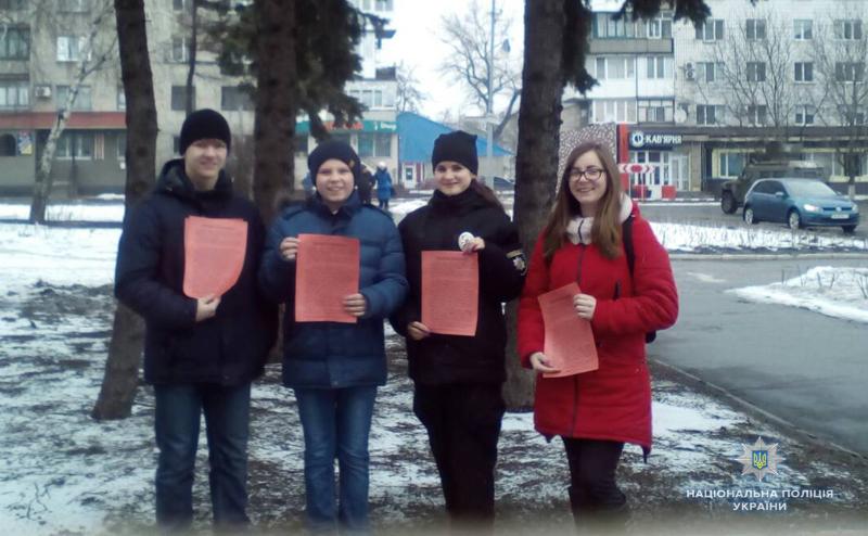 «Майбутні поліцейські» попереджали мешканців Покровська про небезпечні шахрайські схеми, фото-1