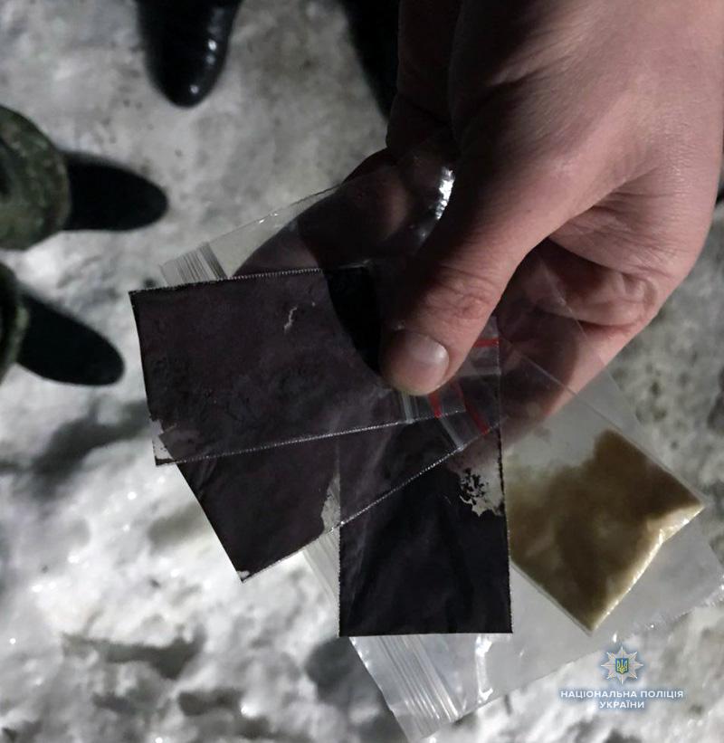 У Покровській оперзоні правоохоронці вилучили коноплю та амфетамін у перехожих, фото-1