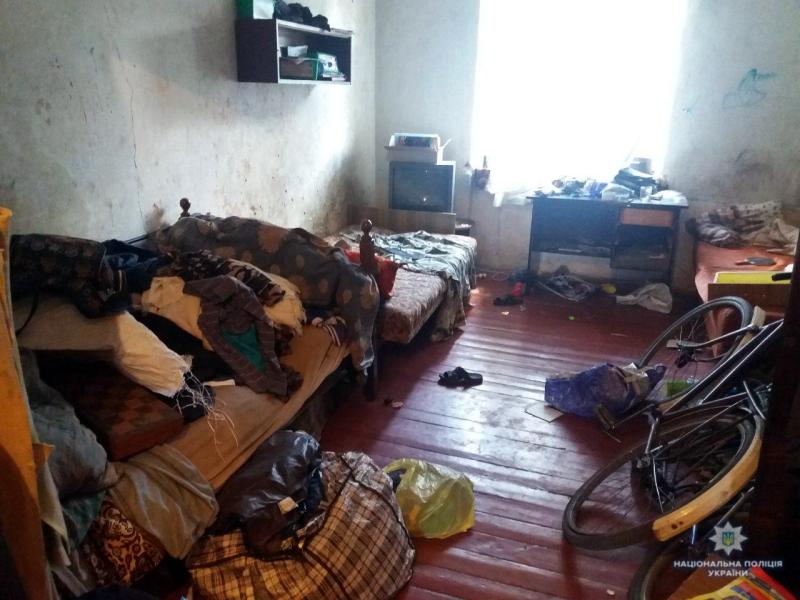 В Білозерському правоохоронці виявили багатодітну матір, яка не створила належних умов проживання для своїх трьох неповнолітніх дітей, фото-1