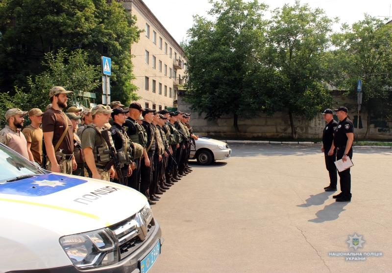 Посилені наряди поліції приступили до забезпечення правопорядку у вихідні, фото-5