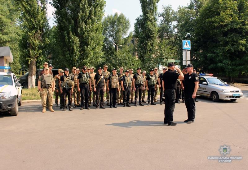 Посилені наряди поліції приступили до забезпечення правопорядку у вихідні, фото-3