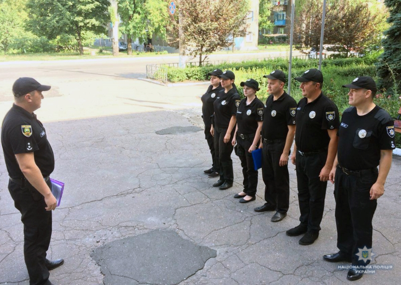 Посилені наряди поліції приступили до забезпечення правопорядку у вихідні, фото-6