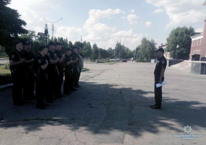 Посилені наряди поліції приступили до забезпечення правопорядку у вихідні, фото-8