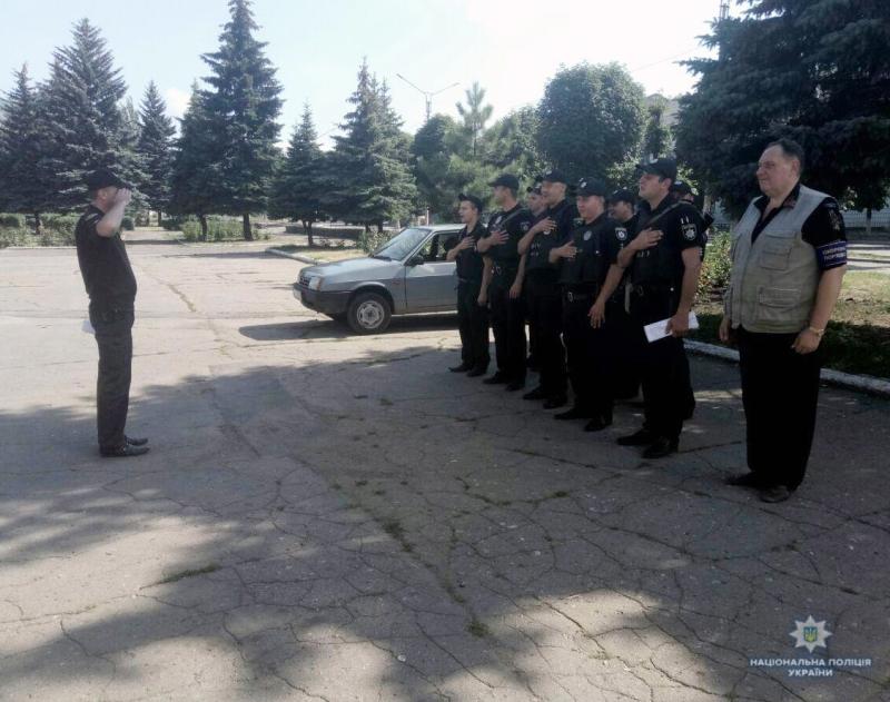 Посилені наряди поліції приступили до забезпечення правопорядку у вихідні, фото-9