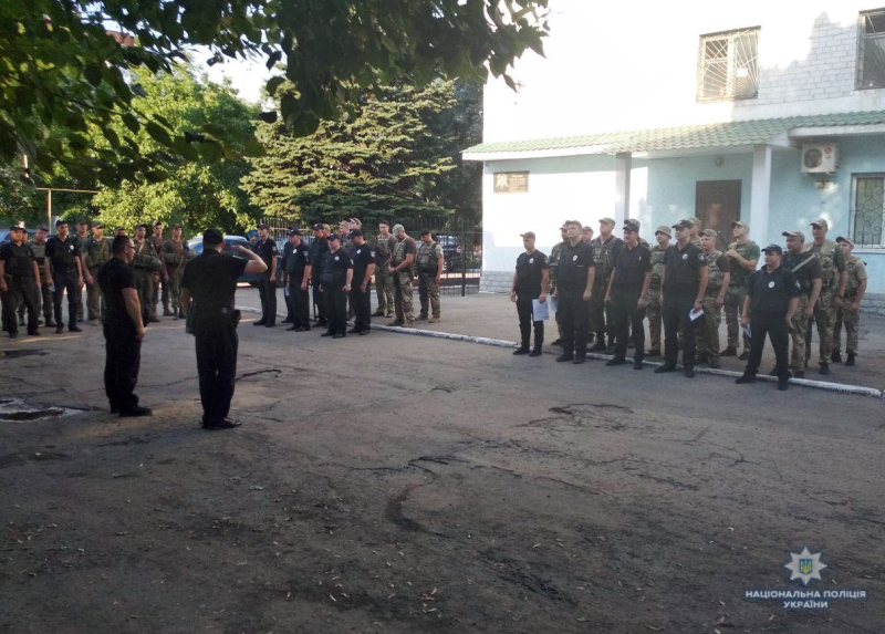 Посилені наряди поліції приступили до забезпечення правопорядку у вихідні , фото-1