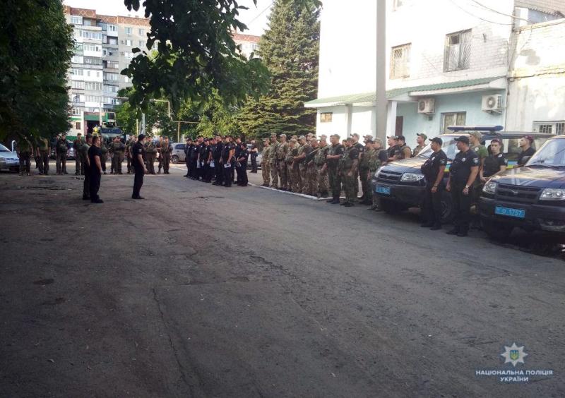 Посилені наряди поліції приступили до забезпечення правопорядку у вихідні, фото-2