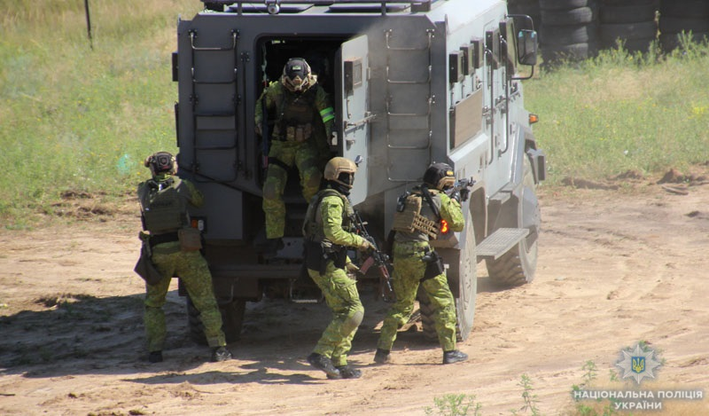 На Донеччині поліцейські та військовослужбовці відпрацювали тактику знешкодження диверсійної групи, фото-5