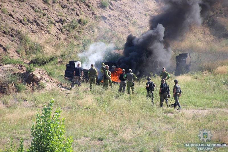 На Донеччині поліцейські та військовослужбовці відпрацювали тактику знешкодження диверсійної групи, фото-6