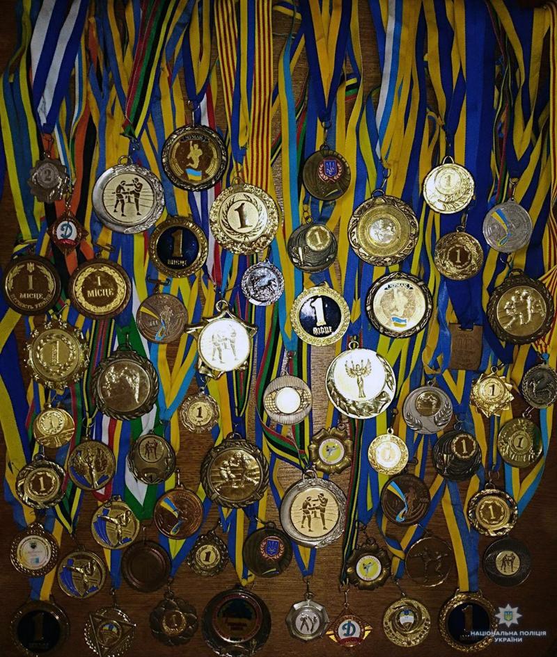 «Той, хто відчув адреналін від перемог, ніколи не покине спорт»,- стверджує селидівський правоохоронець Олександр Скорик, якому і в роботі..., фото-3