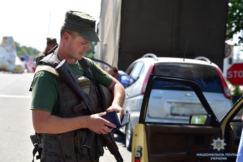 Результат роботи блокпостів в системі ООС: за сім місяців поліцейські Донеччини припинили майже 1800 правопорушень, фото-2