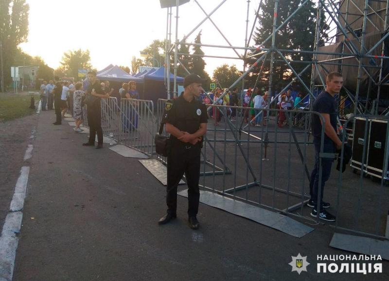 Поліцейські Покровської оперзони забезпечили правопорядок під час святкових днів, фото-3
