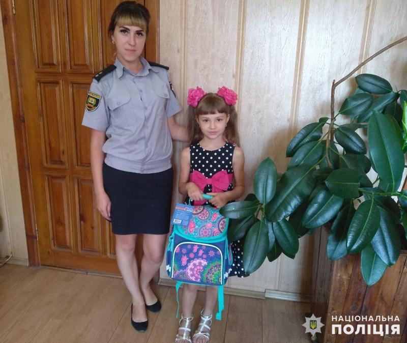 Діти співробітників Покровського відділу поліції отримали свої перші шкільні рюкзаки, фото-4
