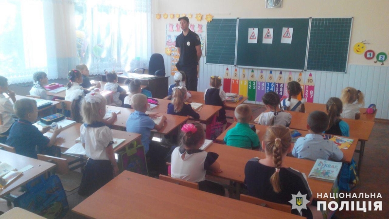 Інспектори ювенальної превенції поліції Добропілля провели для найменших учнів урок безпеки та права, фото-2