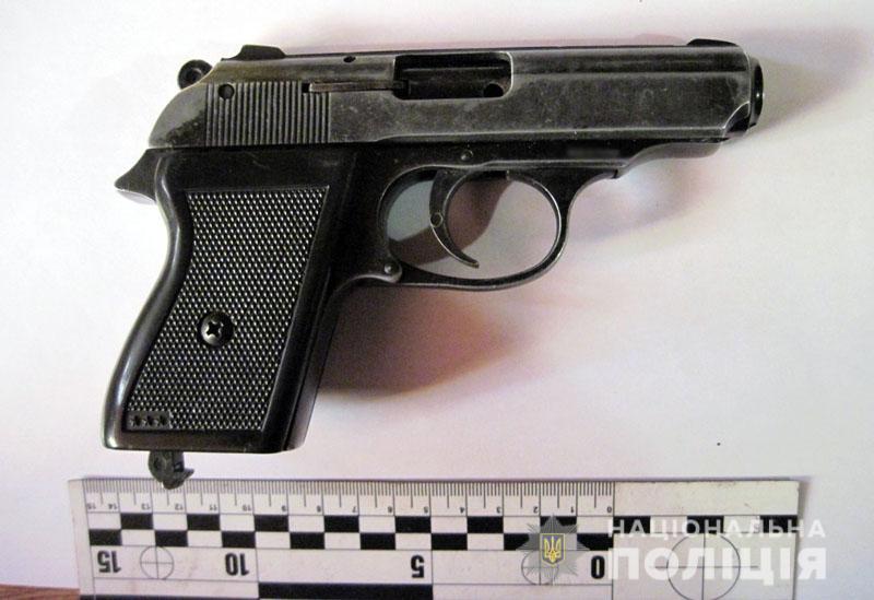 Поліція Добропілля встановила чоловіка, який скоїв розбійний напад на продуктовий магазин, фото-3