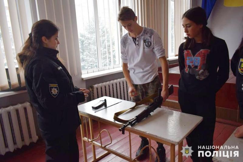 Покровські «майбутні поліцейські» засвоїли ази поводження із зброєю, фото-2