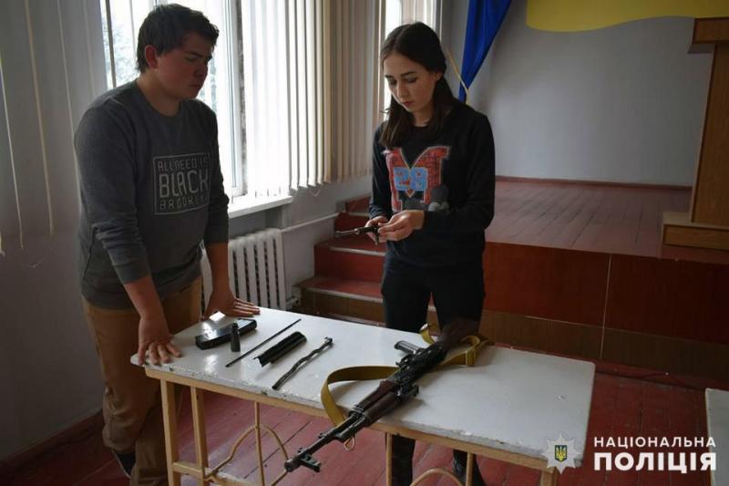 Покровські «майбутні поліцейські» засвоїли ази поводження із зброєю, фото-3