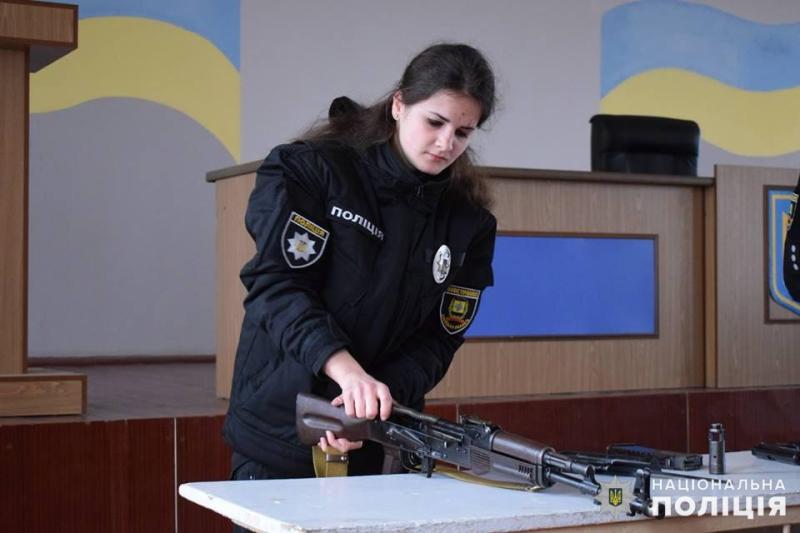 Покровські «майбутні поліцейські» засвоїли ази поводження із зброєю, фото-1