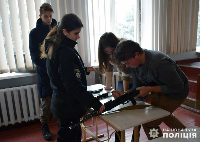 Покровські «майбутні поліцейські» засвоїли ази поводження із зброєю, фото-4