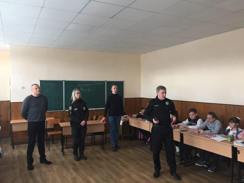 Керівництво Добропільського відділення поліції провело урок безпеки для місцевих учнів, фото-1