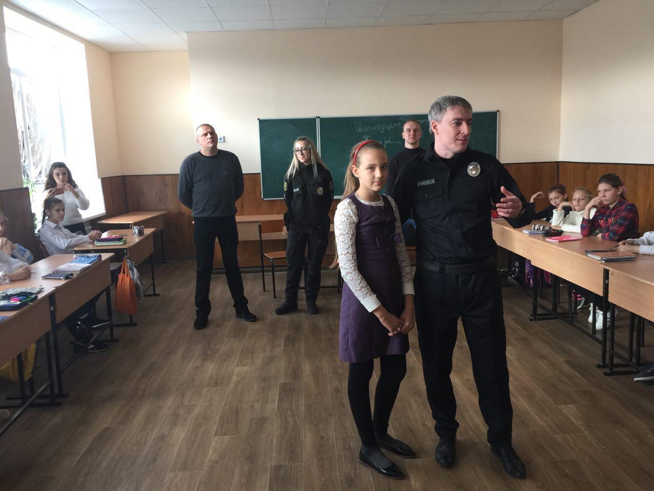 Керівництво Добропільського відділення поліції провело урок безпеки для місцевих учнів, фото-4
