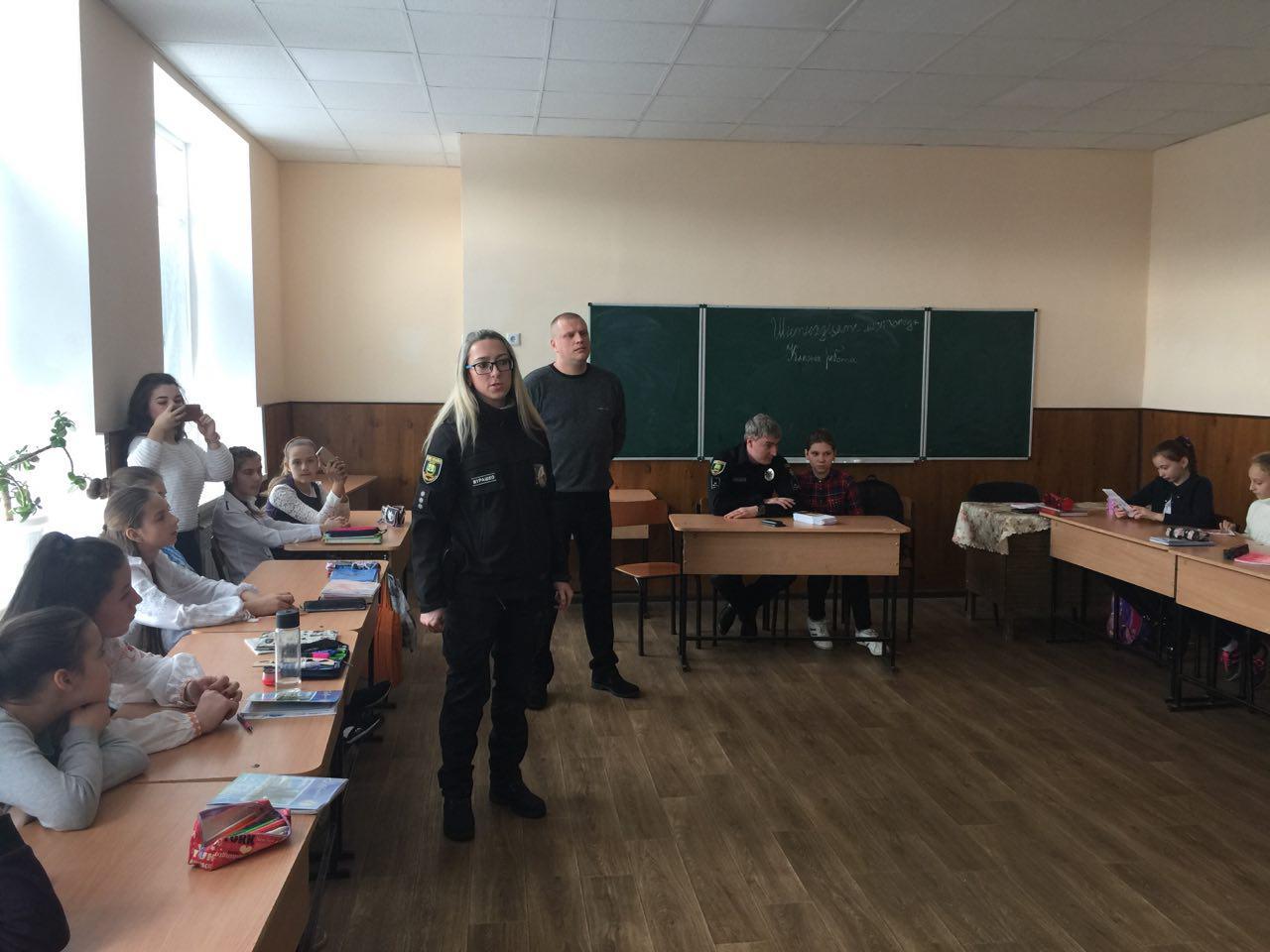 Керівництво Добропільського відділення поліції провело урок безпеки для місцевих учнів, фото-2