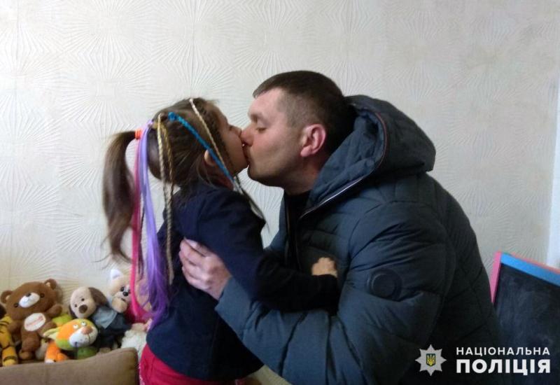 Правоохоронці привітали доньку загиблого колеги Віталія Мандрика з днем народження, фото-2