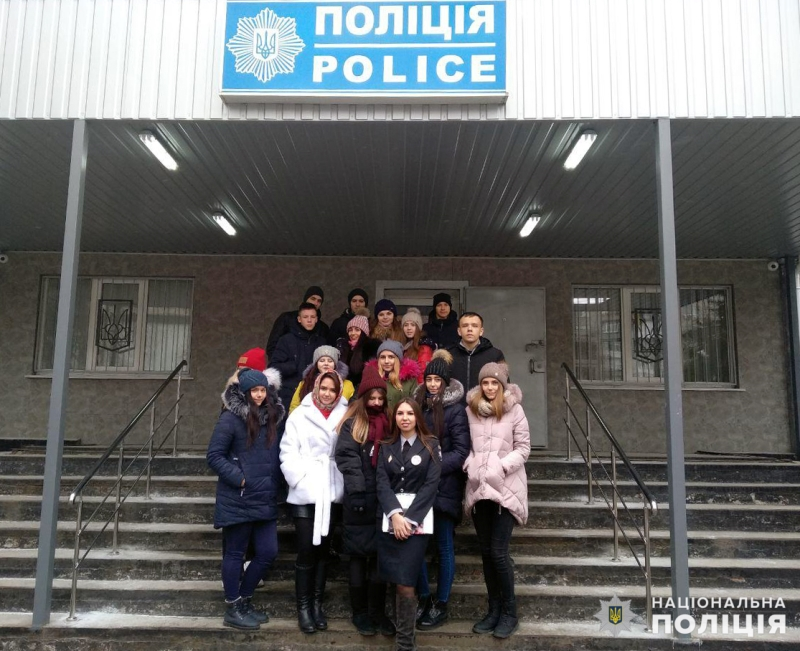 Старшокласники Покровська завітали в гості до місцевих правоохоронців, фото-1