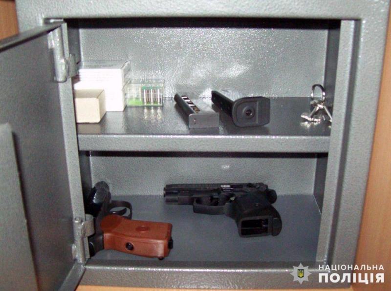 На Донеччині за порушення порядку зберігання зброї притягнуті до адміністративної відповідальності більше 4000 власників зброї, фото-2