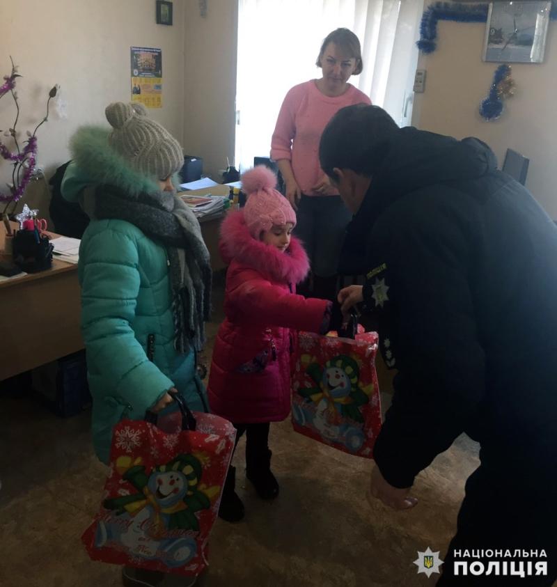 Керівництво Покровської поліції привітало з Новим роком дітей загиблих правоохоронців, фото-1