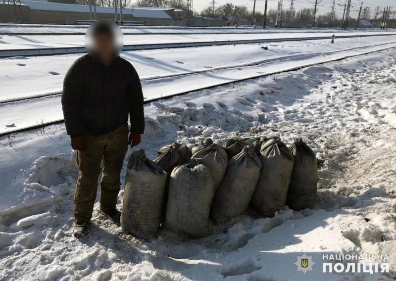 В Покровске задержали грабителя, который пытался украсть полтонны угля, фото-1