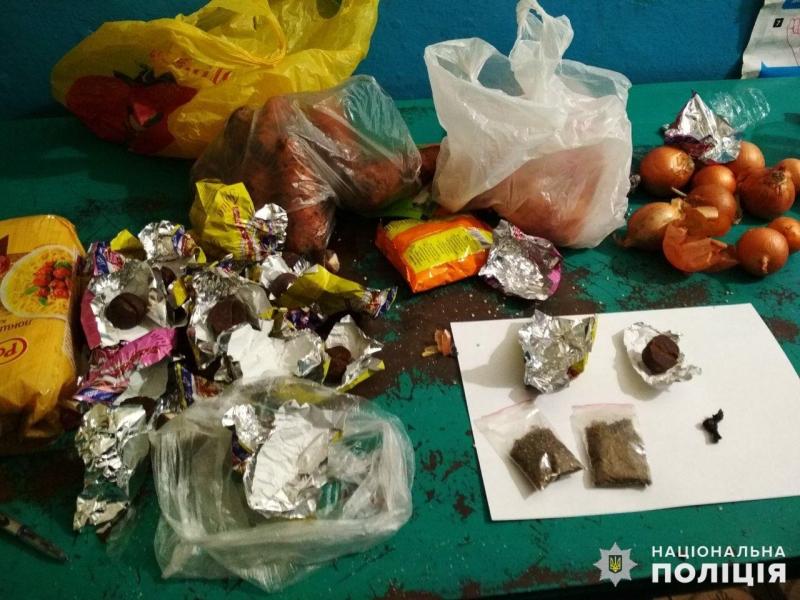 Покровская оперзона: осужденному были переданы наркотики под видом конфет, фото-1