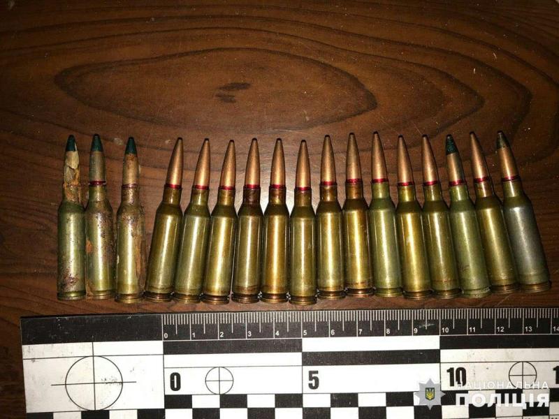 Боеприпасы и наркотики были изъяты правоохранителями на автовокзале у двух «гостей» Покровска, фото-3