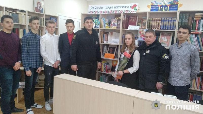 У Покровську привітали школярку, яка стала переможницею Всеукраїнського конкурсу, описавши в своєму творі подвиг Віталія Мандрика, фото-8