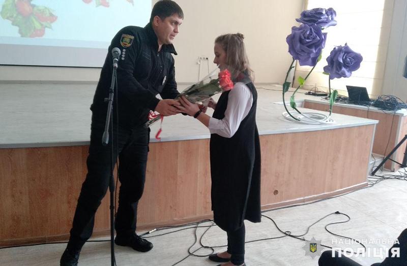 У Покровську привітали школярку, яка стала переможницею Всеукраїнського конкурсу, описавши в своєму творі подвиг Віталія Мандрика, фото-7