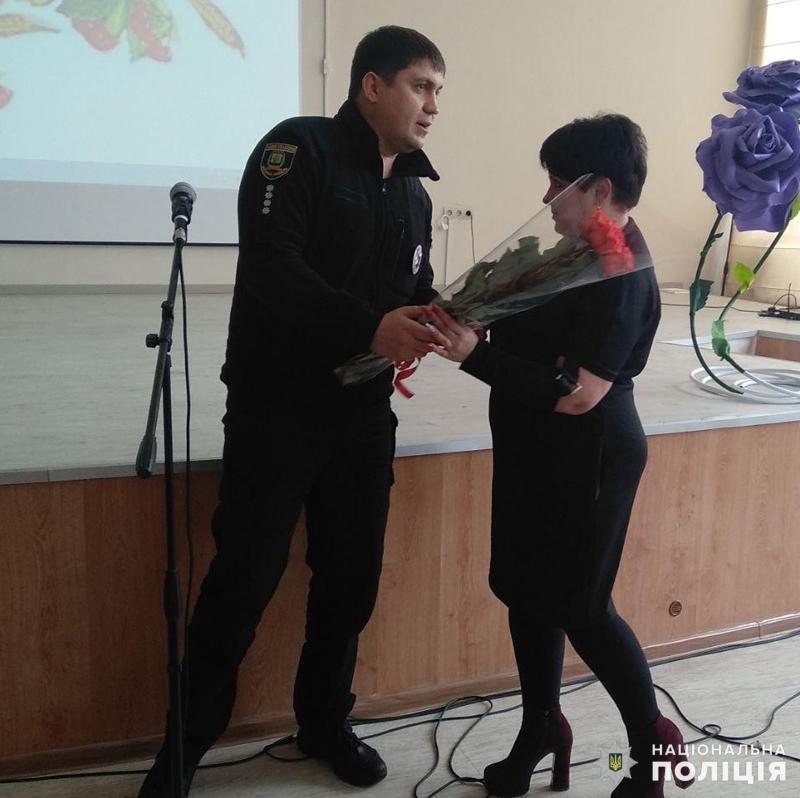 У Покровську привітали школярку, яка стала переможницею Всеукраїнського конкурсу, описавши в своєму творі подвиг Віталія Мандрика, фото-6