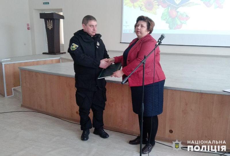 У Покровську привітали школярку, яка стала переможницею Всеукраїнського конкурсу, описавши в своєму творі подвиг Віталія Мандрика, фото-5