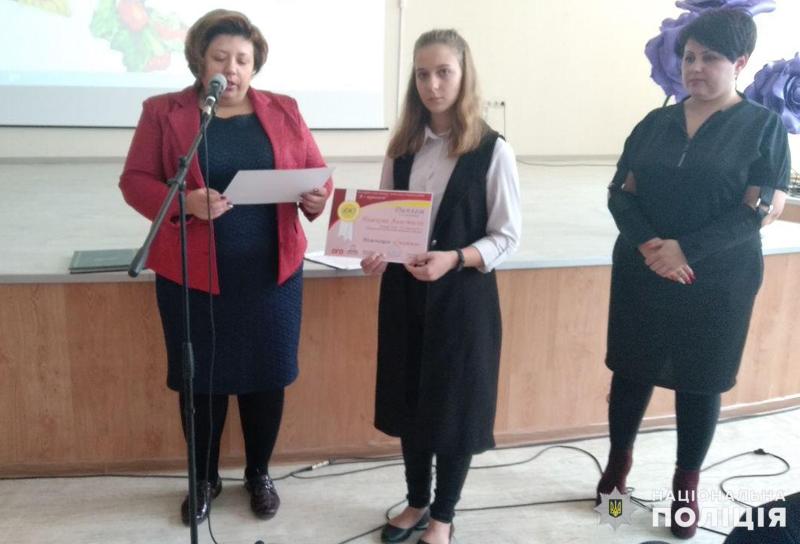 У Покровську привітали школярку, яка стала переможницею Всеукраїнського конкурсу, описавши в своєму творі подвиг Віталія Мандрика, фото-4