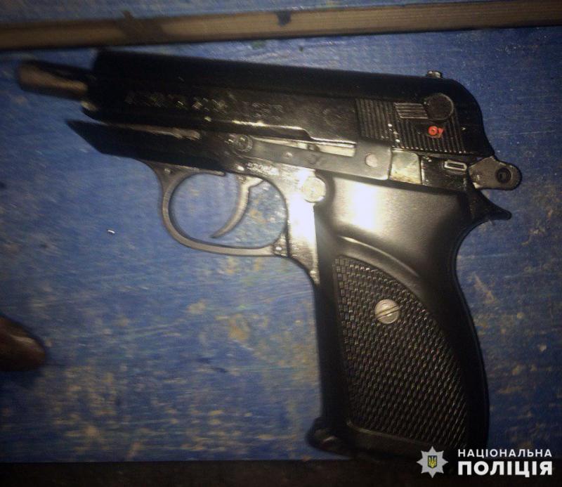 Угрожал жене физической расправой: в Покровске полиция изъяла пистолет у «домашнего тирана», фото-1
