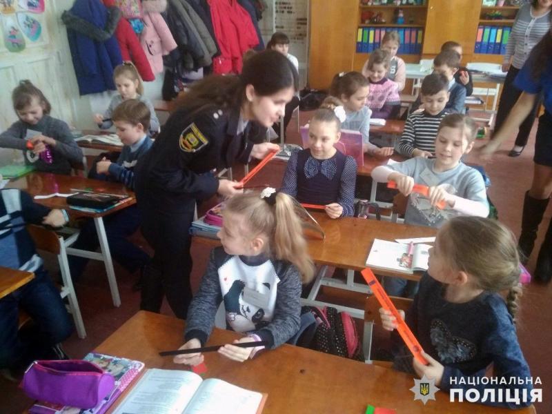 У Покровську правоохоронці розповіли місцевим школярам правила безпечної поведінки на дорозі, фото-6