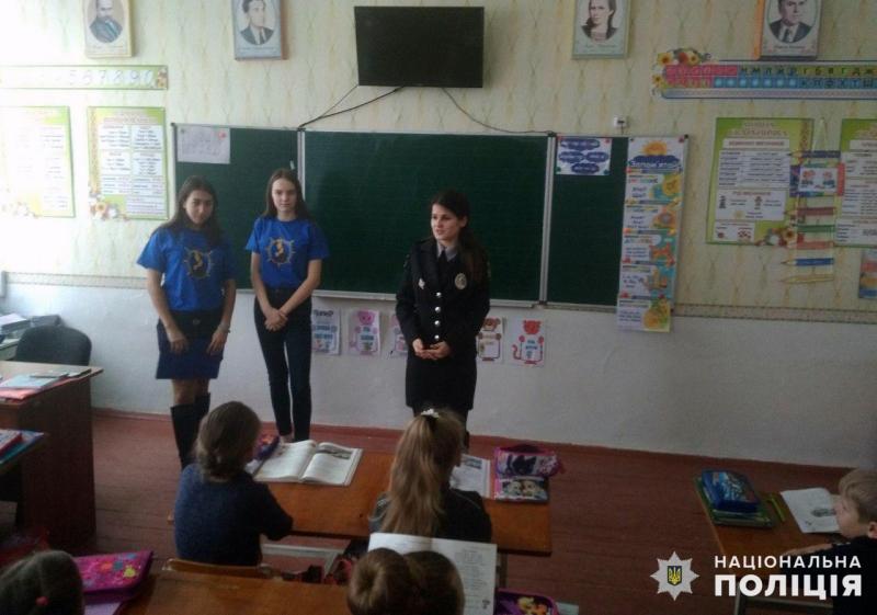 У Покровську правоохоронці розповіли місцевим школярам правила безпечної поведінки на дорозі, фото-4