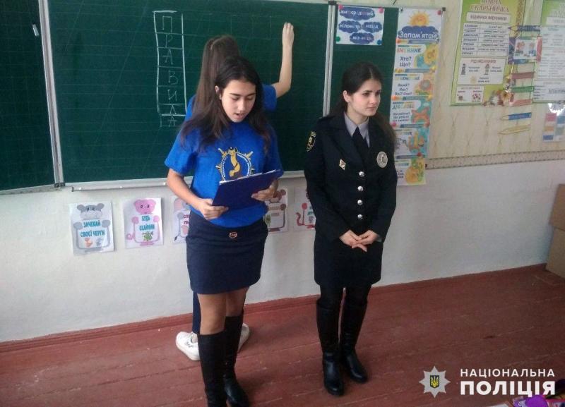 У Покровську правоохоронці розповіли місцевим школярам правила безпечної поведінки на дорозі, фото-2