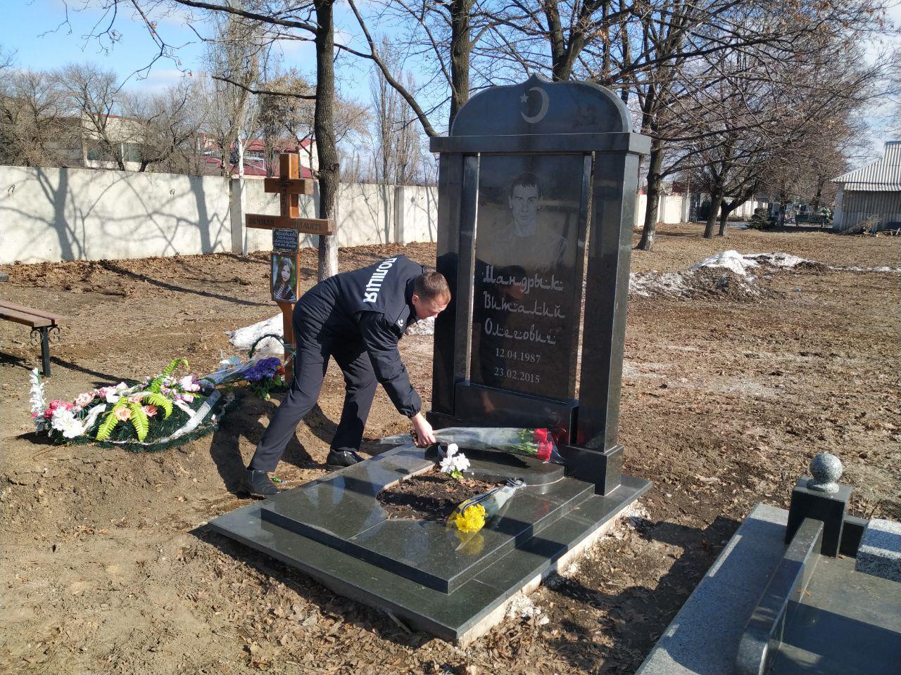 Покровські правоохоронці вшанували пам'ять свого загиблого колеги Віталія Мандрика, фото-3