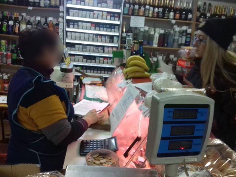Добропільські поліцейські задокументували факт продажу цигарок неповнолітньому, фото-2