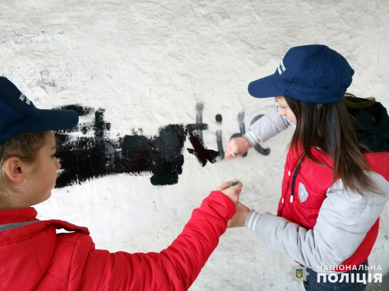 У Мирнограді «майбутні поліцейські» борються з вуличною рекламою наркотиків, фото-3